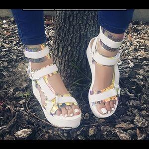 Shoes - Platform/ Flatform Sandals